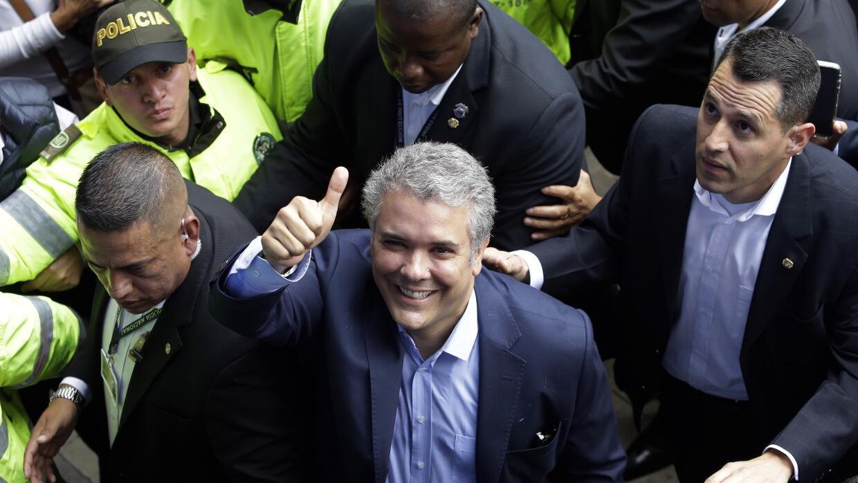 El uribista Iván Duque, del Partido Centro Democrático, se impuso en la...