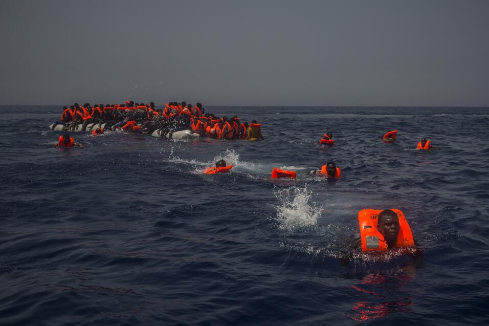 Naufragios en el mediterráneo. En 2017 más de 160,000 pers...