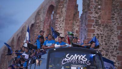 Gallos festejó su título de Copa MX con un desfile
