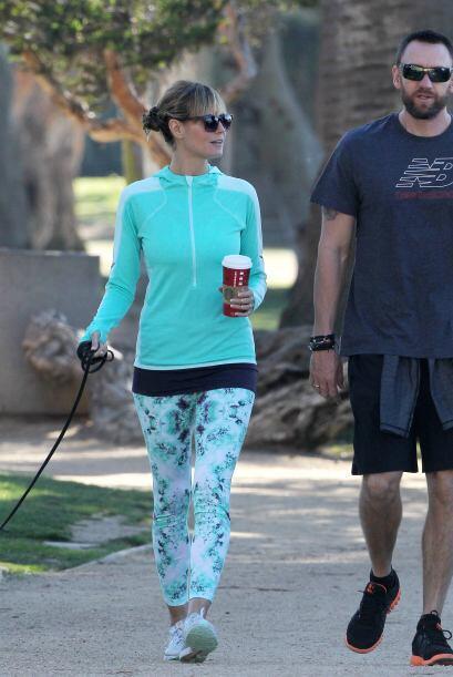 Por su parte Heidi Klum, llevó a su caminata diaria unos 'legging...