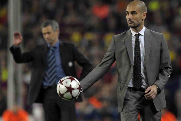 En las áreas técnicas, Josep Guardiola y José Mourinho vivían su partido.
