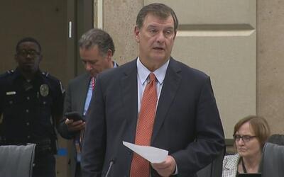 Dallas decide demandar la Ley SB4 tras una discusión en una sesión a pue...
