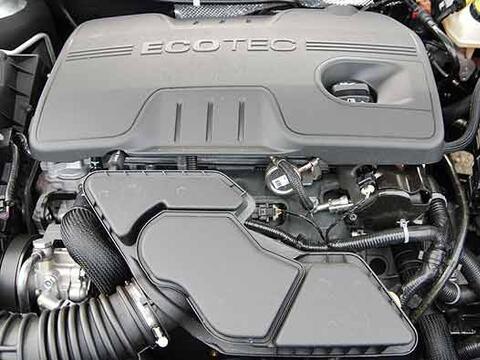 El motor cuatro cilindros 2.4 litros Ecotec de inyección directa...