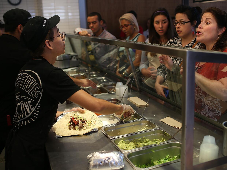 Empleados de empresas de comida rápida son algunos de los favorec...