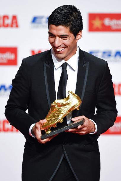 El delantero uruguayo recibió el trofeo que galardona al mejor anotador...