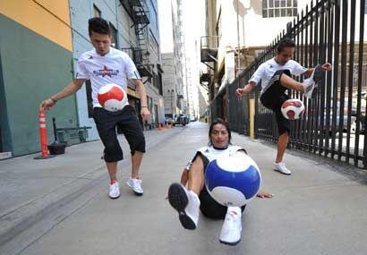 Estos muchachos son unos auténticos campeones en el arte de dominar el b...