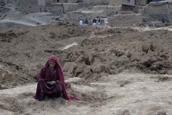 El área, montañosa, está surcada por la cordillera del Hindu Kush, una d...