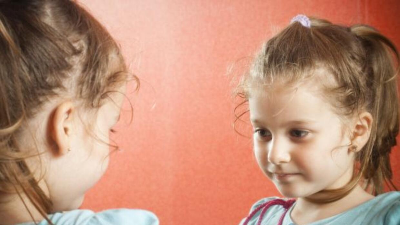 ¿Tu hijo teme relacionarse con otros niños y adultos, no les habla o se...