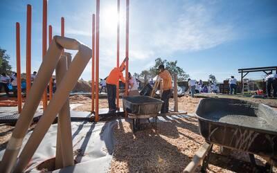 Chicanos por la Causa ofrece planes de viviendas para familias de escaso...