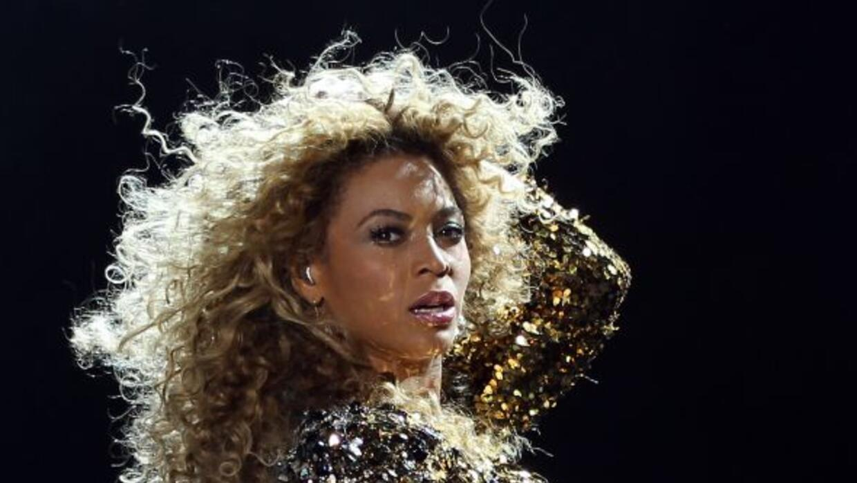 Un individuo no se quedó con las ganas y le tocó el trasero a Beyoncé en...