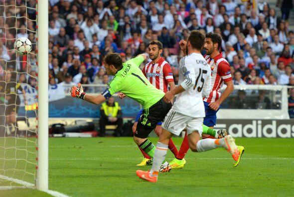 Y ese nerviosismo se reflejó en Casillas quien en una desafortunada sali...