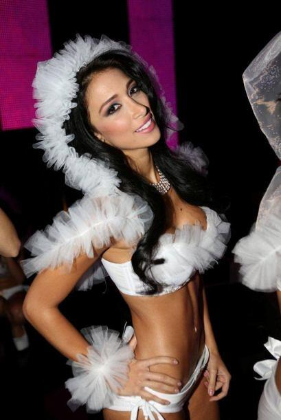 Esta colombiana no solo impresionó con sus curvas sino con su talento pa...