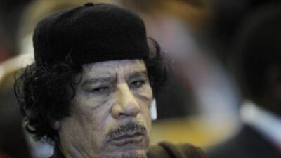 Gadafi se niega a dejar el poder en Libia pese a las presiones nacional...