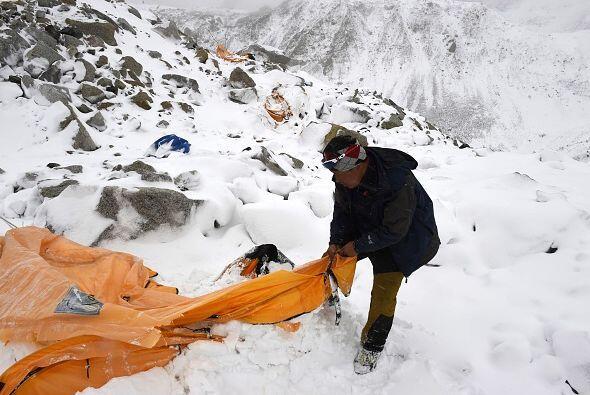Según la información oficial la avalancha arrasó un punto de descanso de...