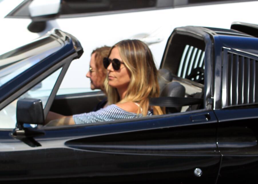 Los fabulosos autos de las modelos de Victoria's Secret FFN_HKVFDBH17041...
