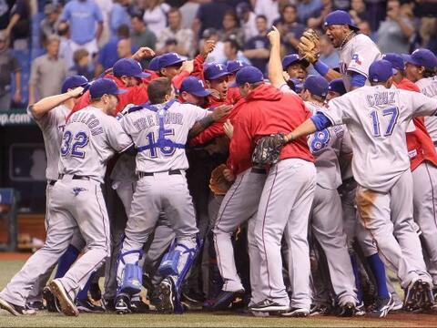 Los Rangers de Texas ganaron su primera serie de playoffs de su historia...