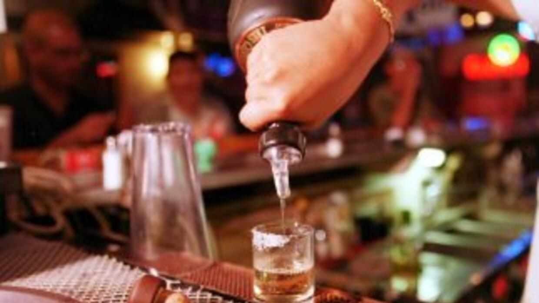 Al menos ocho personas han muerto en Ecuador por beber licor, presuntame...