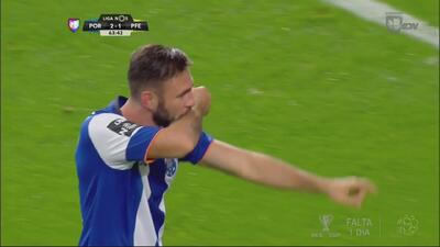 Oporto derrotó a Paços Ferreira gracias a su tridente mexicano