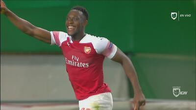 No perdonó: Wellbeck aprovechó un error de Coates y abre el marcador para el Arsenal