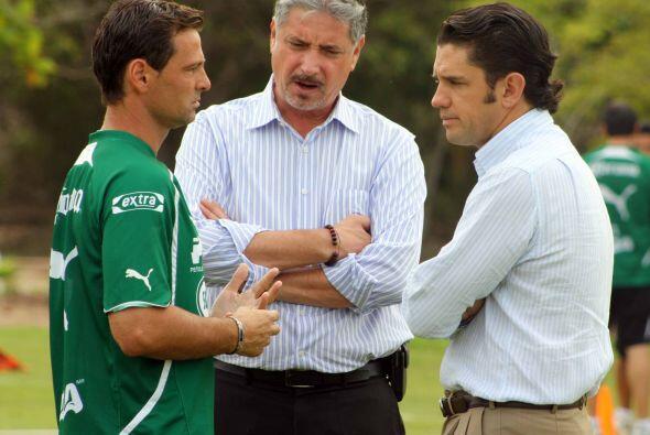 Diego Cocca platicó con su directiva sobre el trabajo realizado por los...