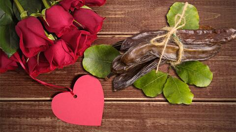 Regala semillas de algarroba en San Valentín