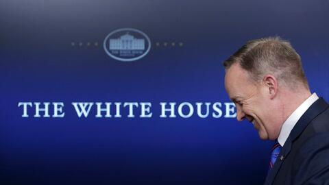 """Sean Spicer ha dicho que para Trump, las cifras de empleo """"pueden haber..."""