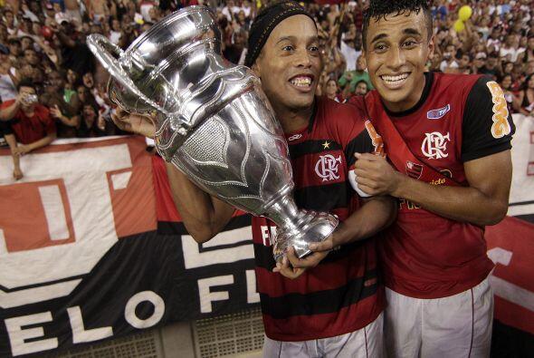 Otra copa más se llevaron Flamengo y Ronaldinho, esta vez ganaron...