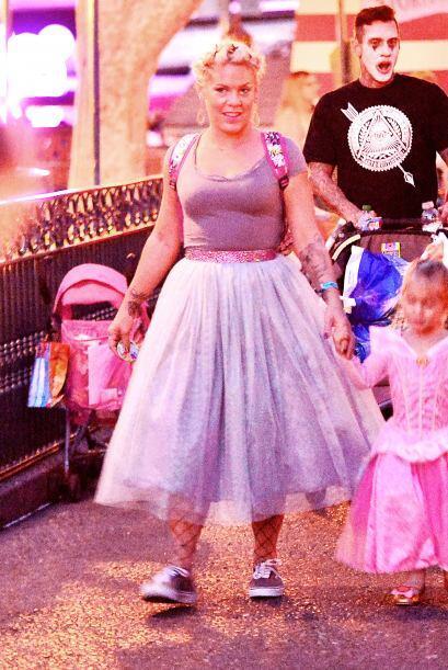 Pink que decidió que era buena idea vestirse de 'princesa' como s...