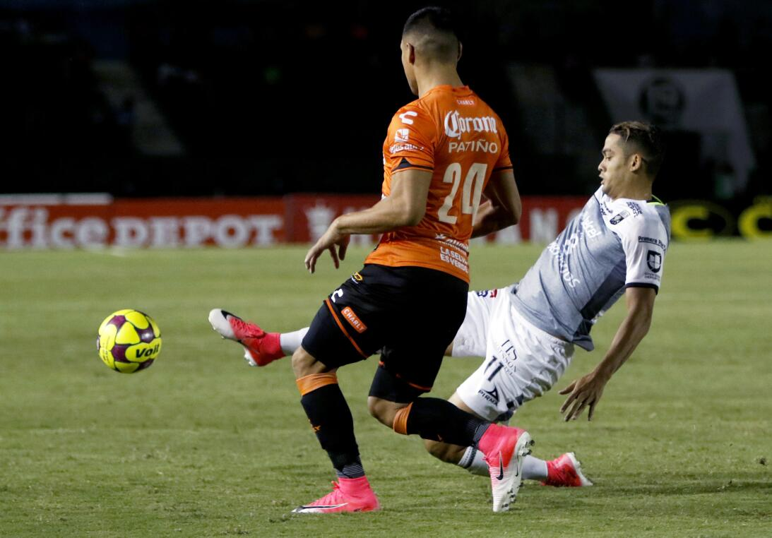 Aburrido empate entre Jaguares y León Juan Patino de Jaguares y Andrés A...