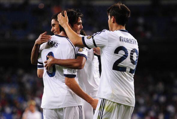 Para la segunda mitad, Kaká logró su 'hat-trick' por medio de un penalti.