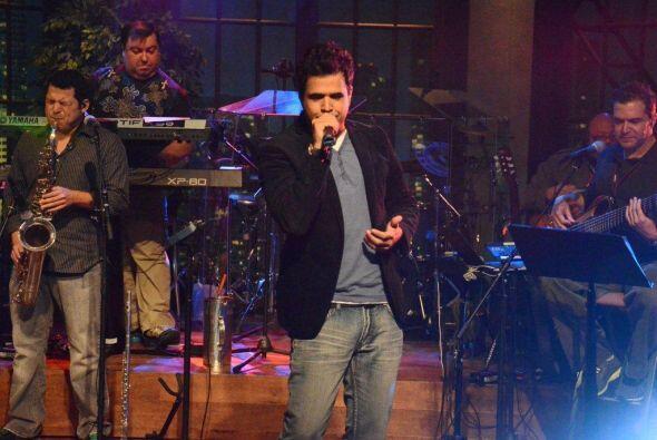 El compositor y cantante de bachata Daniel Santacruz puso romántico al f...