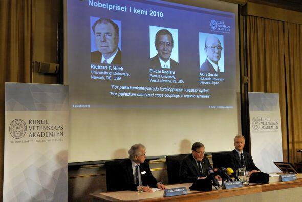 El comité Nobel galardonó al norteamericano Richard Heck (de 79 años) y...