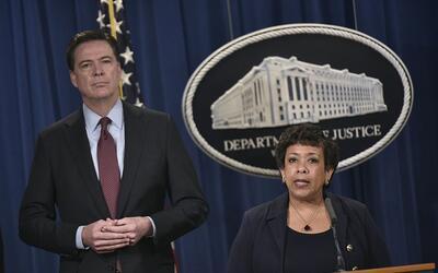 La fiscal general, Loretta Lynch, y el director del FBI, James Comey, en...