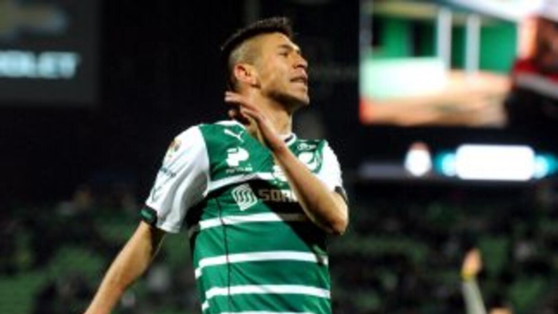 Oribe Peralta cree que Santos hace más clásico que Monterrery.