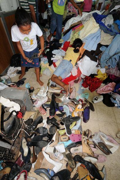 Aunque en los albergues llegaba la ayuda, había escasez de alimentos y m...