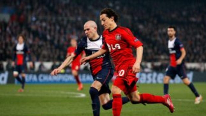 Andrés Guardado volvió a la convocatoria de Bayern Leverkusen.