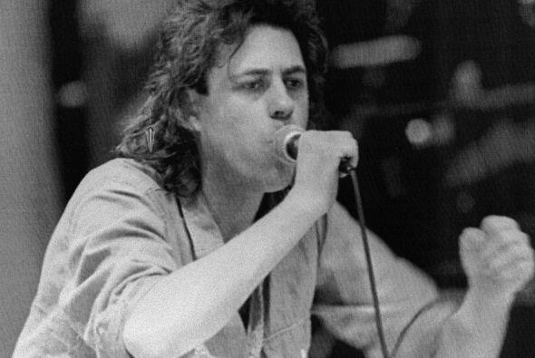De origen Irlandés, Geldof se dio a conocer en la escena de la música co...