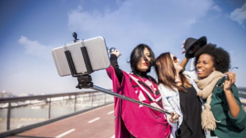 10. Usa una extensión con criterio. La última moda es el 'selfie stick',...