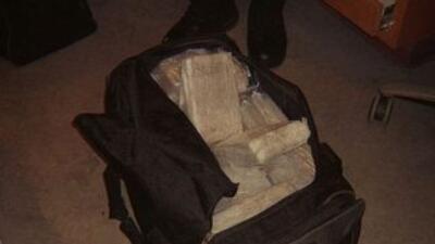 Sin saberlo, mucha gente que cruza la frontera lleva drogas en sus malet...