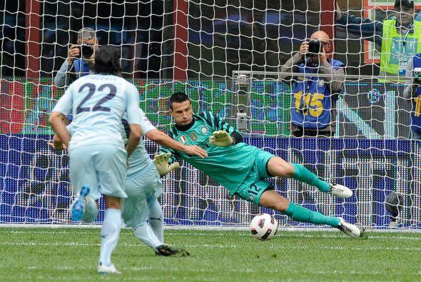 El árbitro cobró penal y el encargado de ejecutarlo fue el argentino Mau...