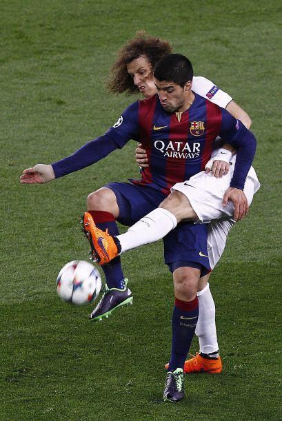 Los ojos estuvieron en el duelo entre Suárez y David Luiz, luego del los...