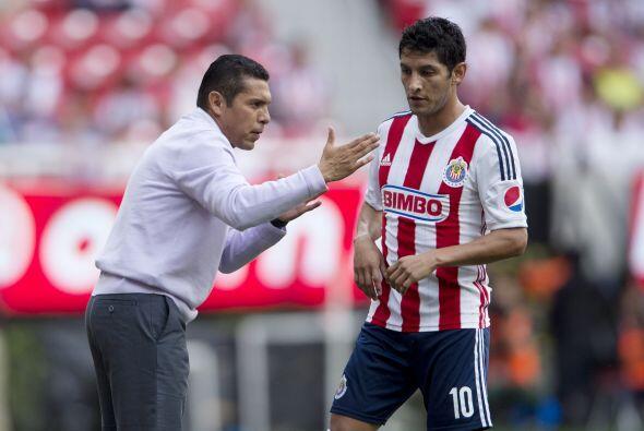 3.- Poner orden en el vestuario. Es sabido que en Chivas los jugadores t...