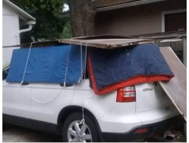 Y es que han caido fuertes tormentas que destruyeron autos y hasta techo...