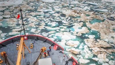 Este es el Healy, un barco rompehielos que estudia el Ártico