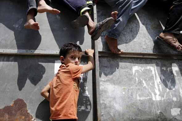 Los síntomas visibles en los niños son físicos. Muchos tienen dolores en...
