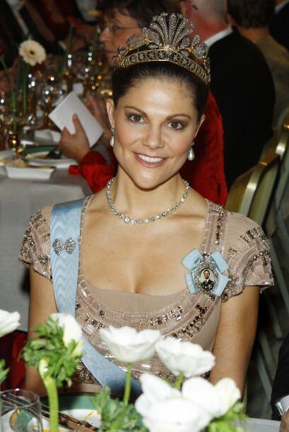 La princesa Victoria lució una enorme tiara en la gala Nobel Banquet. Es...
