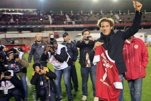 El estelar uruguayo Diego Forlán fue presentado previo al partido...