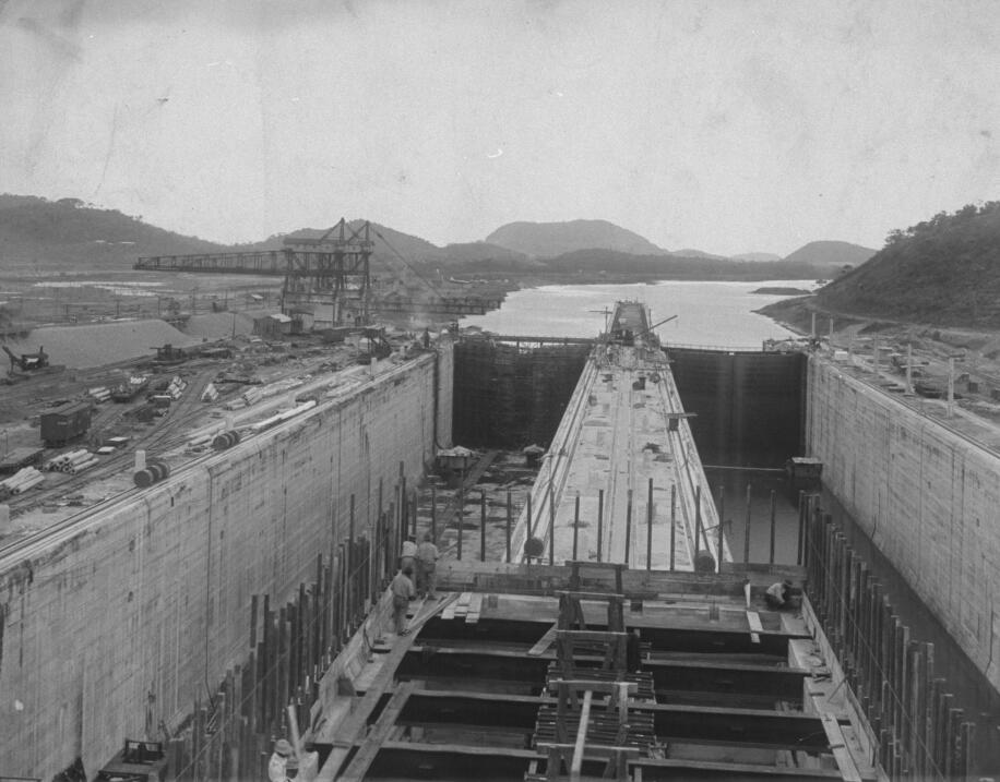 La construcción de la esclusa de Miraflores en el Canal de Panamá en 191...