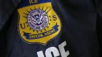 Oficiales de ICE apresaron a Maria Ross quien trabajaba sin papeles para...