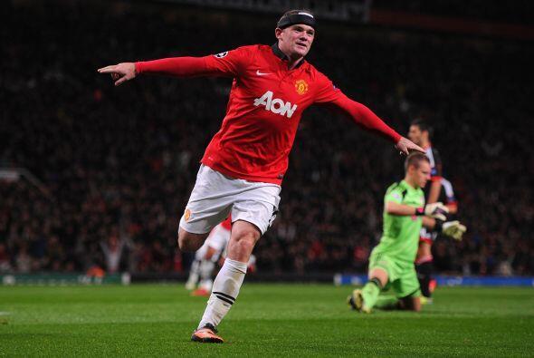 Wayne Rooney, con todo y su protección en la cabeza, abrió la cuenta.